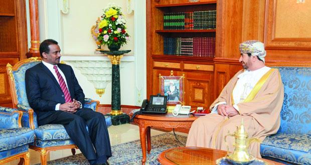 وزير ديوان البلاط السلطاني يستقبل السفيرين السريلانكي والإيراني