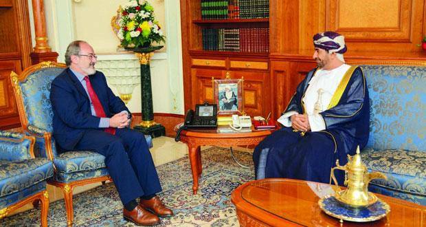 وزير ديوان البلاط السلطاني يستقبل السفير الفرنسي