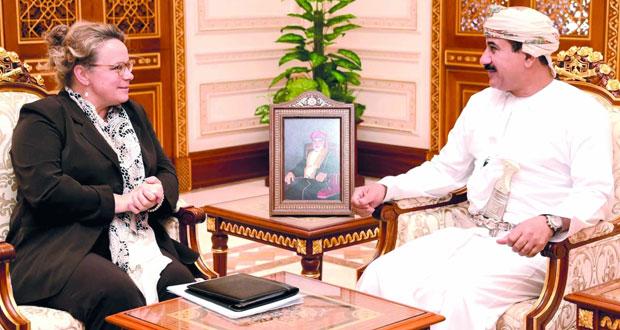 وزير المكتب السلطاني يستقبل سفيرة مملكة هولندا