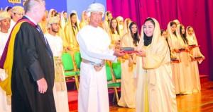 مدرسة السلطان تحتفي بتخريج طلبة شهادة البكالوريا الدولية