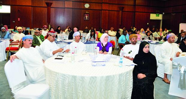 100 مشارك يناقشون فاعلية الأداء بمؤسسات التعليم العالي الحكومية والخاصة