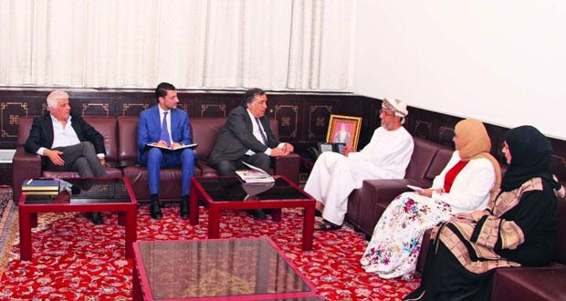 الأمين العام لمركز السلطان قابوس العالي للثقافة والعلوم يستقبل عمدة مدينة باليرمو الإيطالية