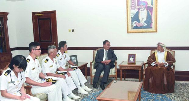 نائب محافظ مسقط يستقبل قائد سفن تابعة للقوات البحرية اليابانية