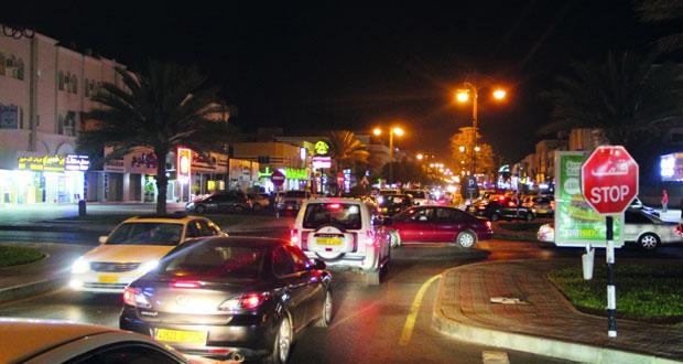 مستخدمو طريق سوق الخوض التجاري يطرحون حلولا لتقليل مشكلة الازدحام المروري