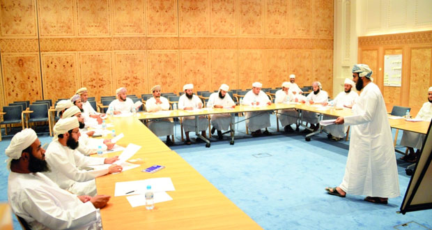 برنامج تدريبي حول (فن الخطابة) لأئمة وخطباء الجوامع والمساجد السلطانية بجامع السلطان قابوس الأكبر