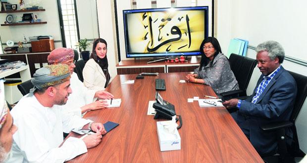 بحث التعاون بين جامعة السلطان قابوس ومكتب التربية الدولي باليونسكو