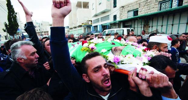الفلسطينيون يشيعون جثمان الشهيد الشريف بالخليل