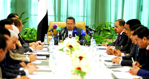اليمن: أمير الكويت يحض طرفي النزاع على استكمال المشاورات ووفد الحكومة يشترط (التزاما خطيًّا) من الحوثيين