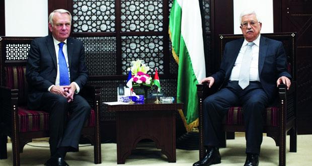عباس يطالب بـ«تدويل» القضية الفلسطينية ويعلن دعمه لـ«المبادرة»