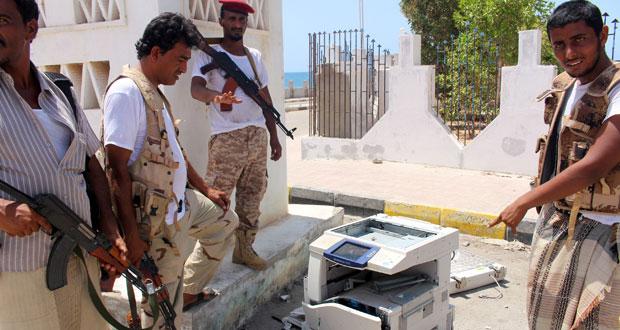 37 قتيلا في تفجيرين استهدفا مجندين بالمكلا وناسفة قرب مكتب مدير أمن حضر موت
