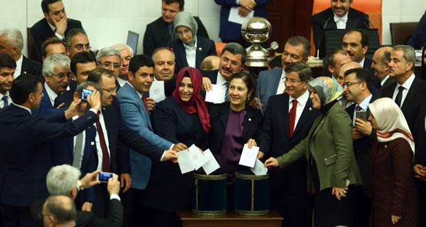 تركيا: الإعلان عن خليفة أوغلو اليوم .. وتصويت نهائي غدا على رفع حصانة النواب المؤيدين للأكراد