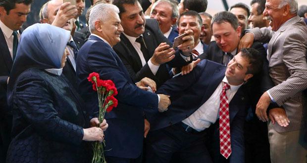 تركيا: يلدريم يتعهد بمحاربة «الإرهاب» ويؤيد نظاما رئاسيا وتبديد الغموض حول الانضمام لـ«الأوروبي»