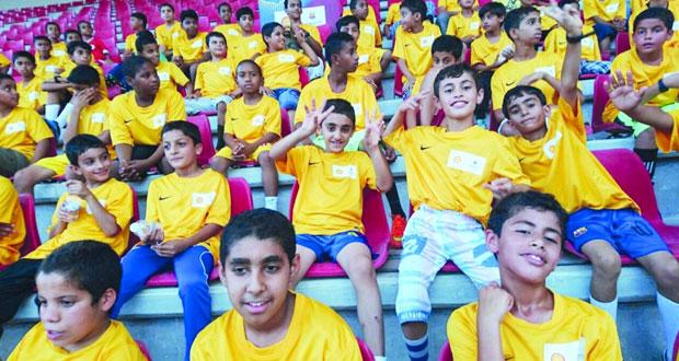 ختام فعاليات مهرجان المواهب الكروية بمدرسة برشلونة (فوتبول نت) بالمجمع الرياضي بنزوى