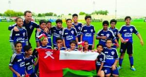 أكاديمية مسقط لكرة القدم تفوز بثلاث جوائز بكأس السوبر للشباب في دبي