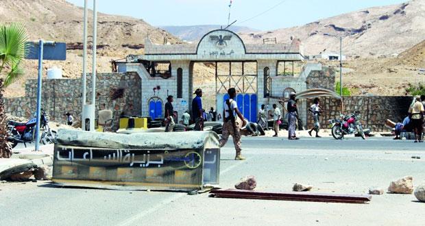 اليمن: 100 بين قتيل وجريح بتفجيرين في الجنوب