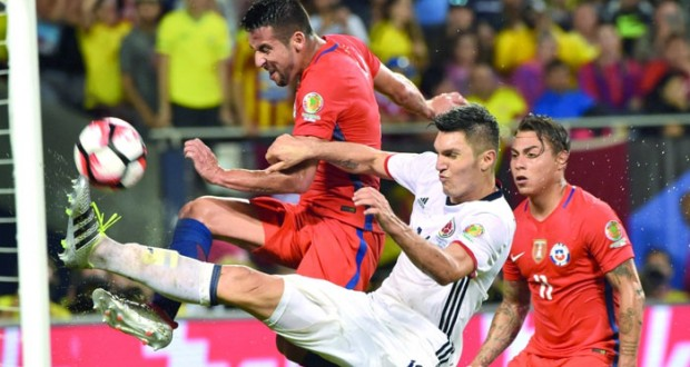 تشيلي «تصعق» كولومبيا وتلحق بالأرجنتين إلى النهائي