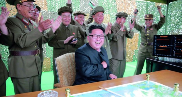 كوريا الشمالية تجري تجربة صاروخية وتهدد أميركا