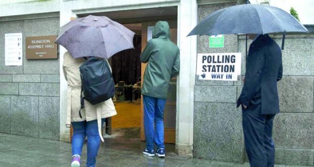 البريطانيون يدلون بأصواتهم في استفتاء تاريخي على العضوية الأوروبية