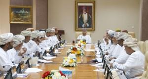 المجلس البلدي بظفار يستعرض مراحل تنفيذ مشروع قطارات عمان ومساراته وتقاطعاته بالمحافظة