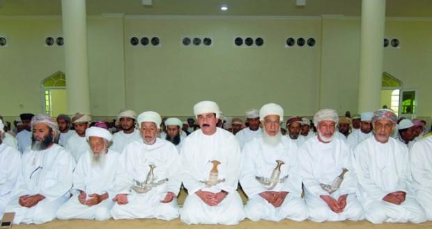 وزير المكتب السلطاني يفتتح جامع الزهد بقرية الزاهب بولاية المضيبي