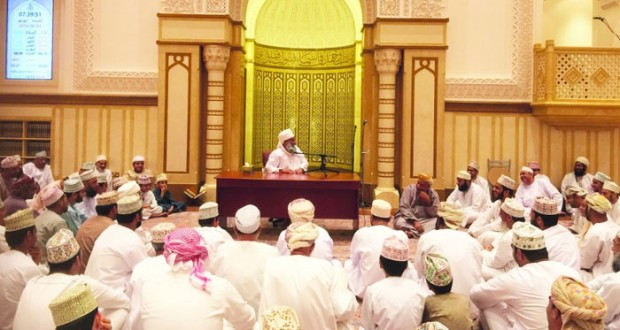 محاضرة دينية بجامع السلطان قابوس بولاية نخل