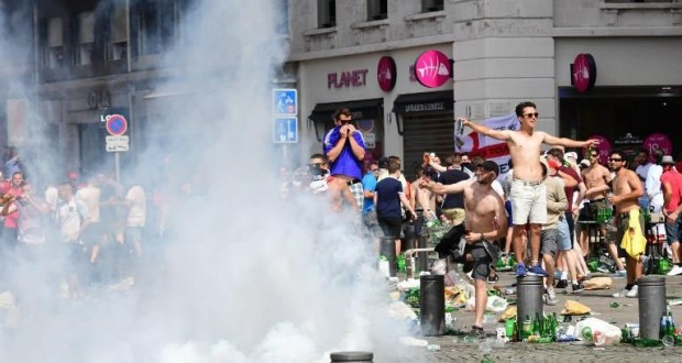 """""""يورو 2016″ محاصرة بين شغب الجماهير واضرابات النقابات"""