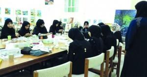 مرسم الشباب بصحار ينظم حلقة عمل للتعريف بفن «الديكوباج»