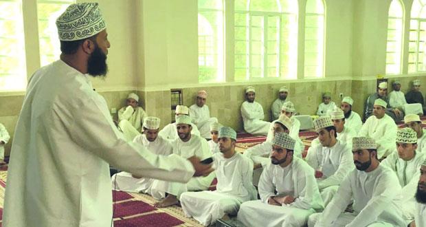 دروس حول التحديات التي تواجه الثقافة الإسلامية بجامع المسفاة بالرستاق
