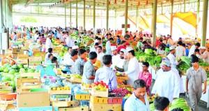 """""""أسعار الخضراوات والفواكه"""" بسوق الموالح تحافظ على مستوياتها الجيدة"""