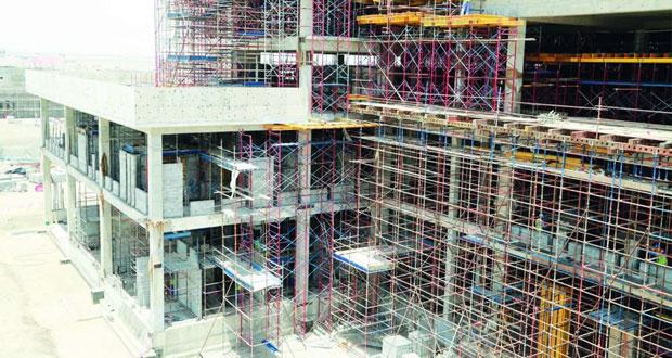 """تطور متسارع في أعمال الحزم الـ""""11 و12″ ومبنى التموين بمشروع مطار مسقط الدولي"""