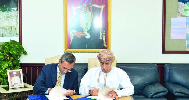 «النقل والاتصالات» توقع 3 اتفاقيات مع هيئات التصنيف والإشـراف على السفن الصغيرة غير الخاضعة للمعاهدات الدولية