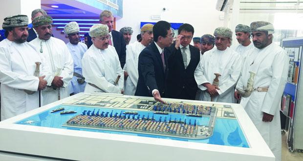 """""""العمانية لمحطة الحاويات العالمية"""" تحتفل بتدشين محطة التحكم عن بعد في الرافعات بميناء صحار"""