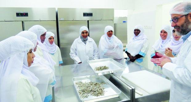وحدة التصنيع السمكي بالمصنعة تساهم في تطوير المنتجات الغذائية السمكية
