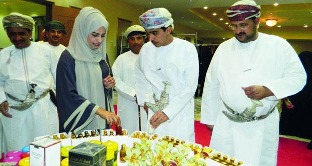 غرفة تجارة وصناعة عمان بجنوب الشرقية تقيم معرض الأسر المنتجة وصاحبات الأعمال