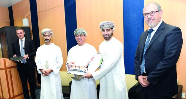 وزير الصحة يرعى تخريج المشاركين في دورة القيادة بالمستشفى السلطاني