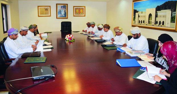اجتماع اللجنة المشتركة بين التراث والثقافة وجامعة السلطان قابوس