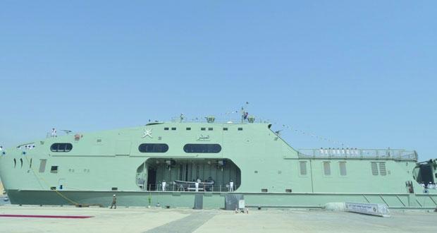 البحرية السلطانية العمانية تحتفل بانضمام السفينة (المبشِّر) إلى أسطولها البحري