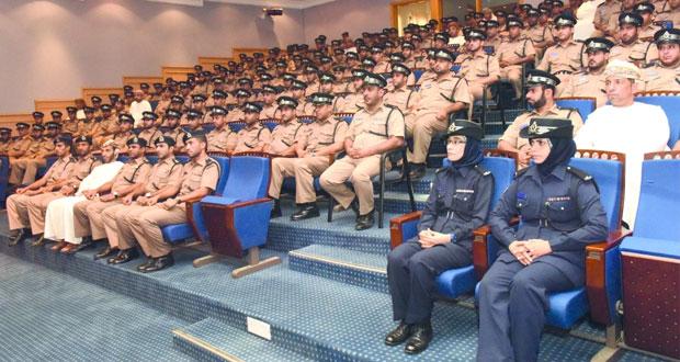 افتتاح دورة تأهيل وتطوير المهارات بقيادة شرطة شمال الباطنة