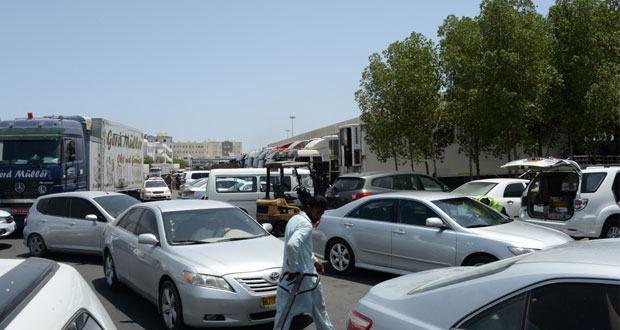مرتادو سوق الموالح المركزي يطالبون بتوسعة مواقف السيارات
