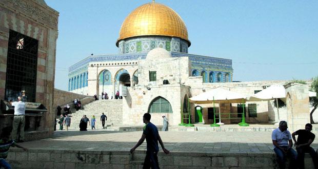 عشرات المستوطنين يدنسون باحات (الأقصى) بحماية قوات الاحتلال