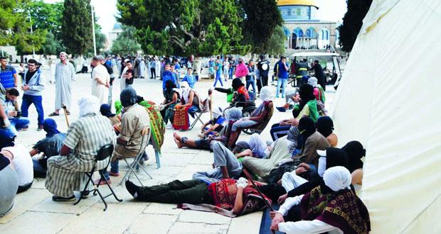 الاحتلال يصعد عدوانه ويعتفل 16 فلسطينيا عند خروجهم من الأقصى