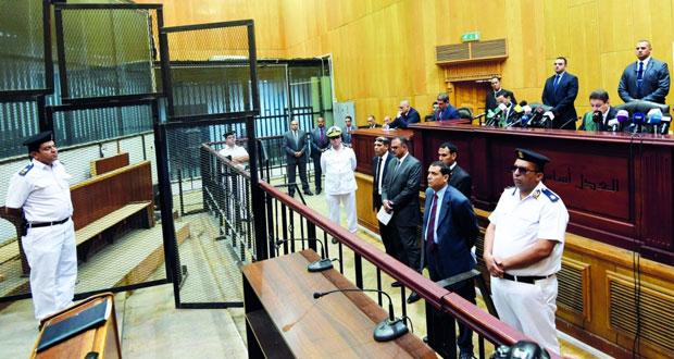 مصر : المؤبد لمرسي والإعدام لـ 6 بقضية (التخابر)