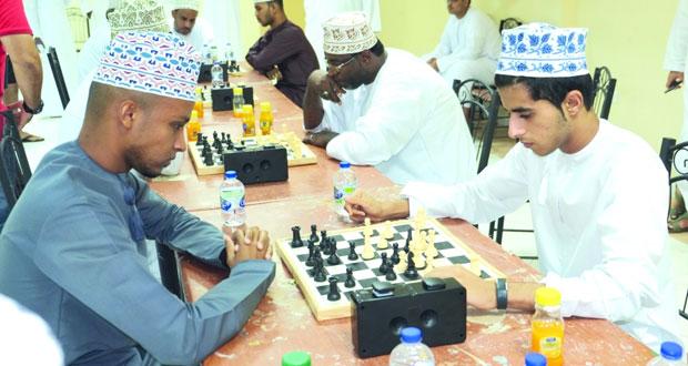 انطلاق بطولة الشطرنج ومنافسات قوية في خماسيات القدم والطائرة الشاطئية