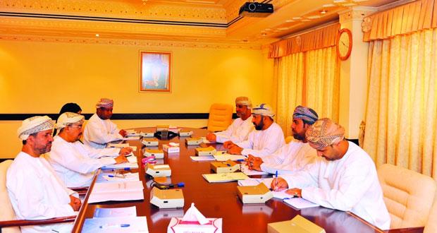 اجتماع اللجنة المشتركة للتعاون في المجال الرياضي بين وزارة الشؤون الرياضية وجامعة السلطان قابوس