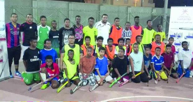 الشؤون الرياضية بمحافظة ظفار تنظم ملتقى المواهب الرياضية للهوكي