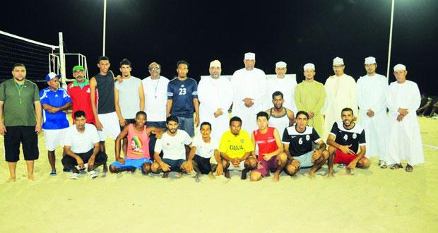 انطلاق بطولة الطائرة الشاطئية ومنافسات قوية في خماسيات القدم