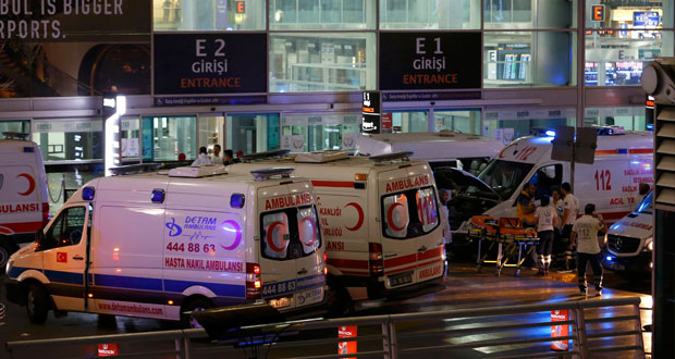 اسطنبول تهتز بانفجارين بمطار أتاتورك .. وقتلى ومصابون بالعشرات