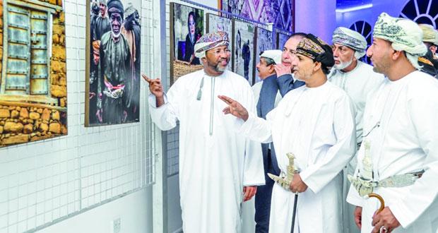 افتتاح المعرض الشخصي للمصور حافظ بن نصيب بيت سويلم في صلالة