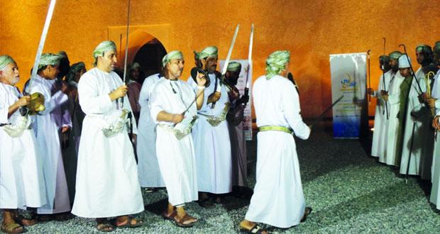 نادي الرستاق ينظم ملتقى للفنون الشعبية بحصن الحزم