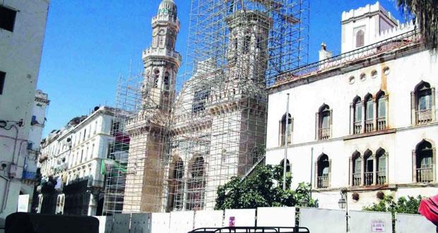"""ترميم مسجد """"كتشاوة"""" بالجزائر.. إعادة الألق للتاريخ"""